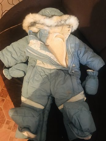 Куртки для осений и зимник с набор варежки и носки и мех