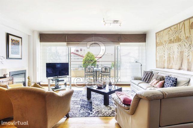 Apartamento T3 com 152m2 - Belas Clube de Campo