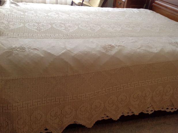 Colcha Casal croché feita á mão c 2 barras linho c bordado Lixa