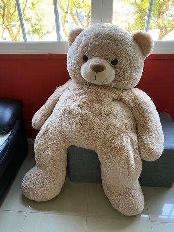 Urso de peluche gigante