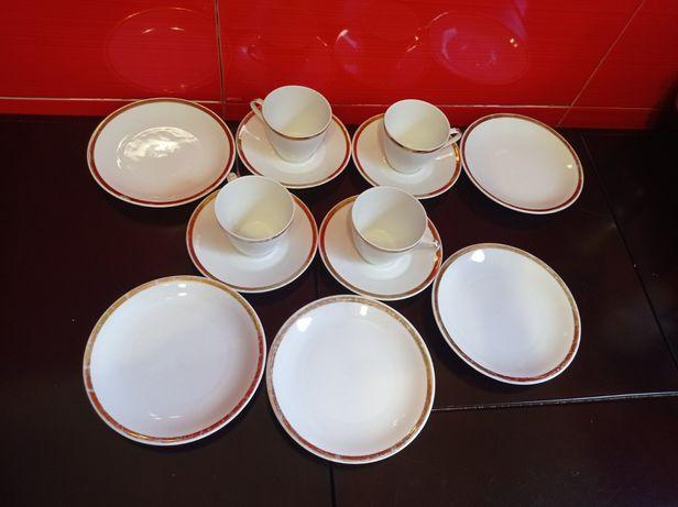 Набор посуды ( чашки,десертные телочки и блюдца)