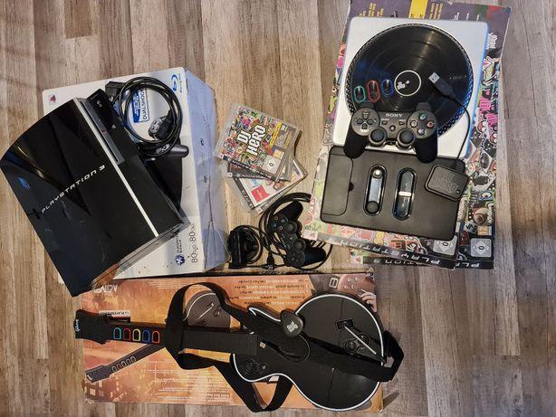Playstation 3 z zestawem gier jak DJ Hero (mikser) oraz Guitar Hero (g