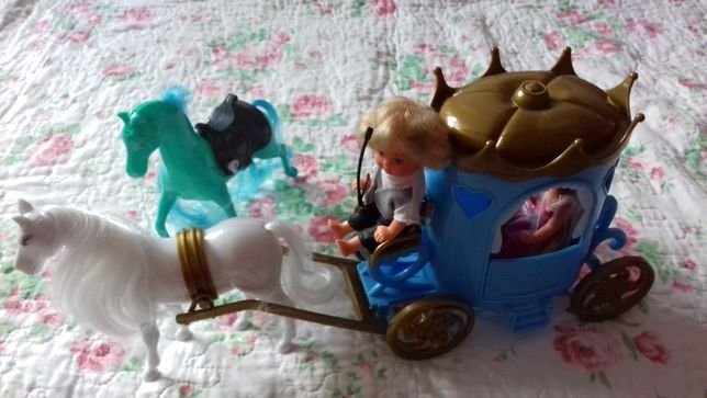 Karoca dwa koniki i dwie lalki