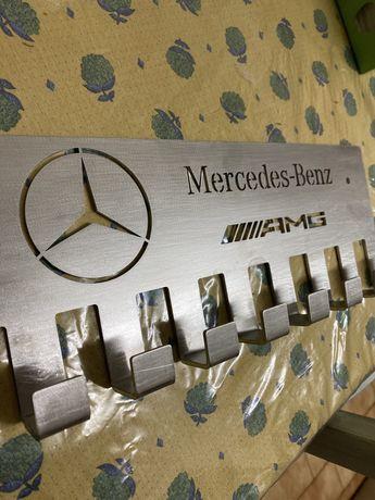 Cabide com desenho Mercedes