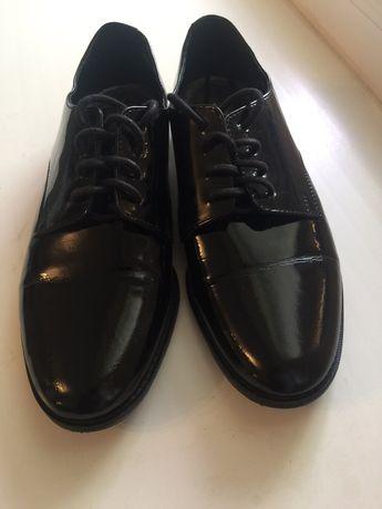 Продам женские лакированные туфли.