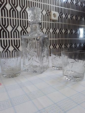 Garrafa de cristal da Boémia, rectangular com 3 copos