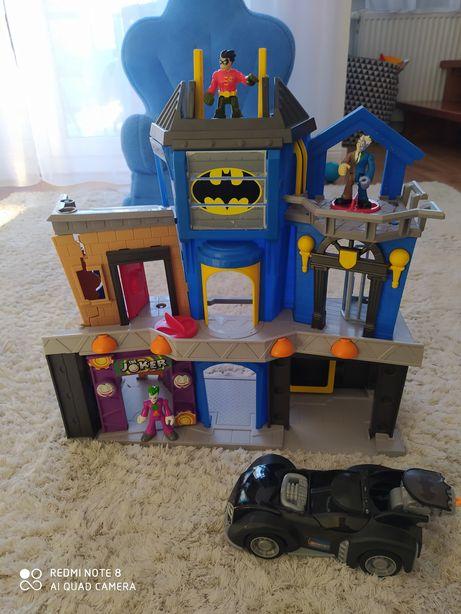 Baza Batmana z pojazdami batmobila