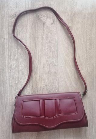 Elegancka mała bordowa torebka na ramię z paskiem