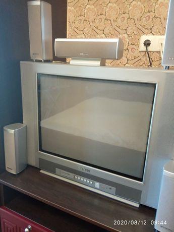 Телевізор, домашній кінотеатр.