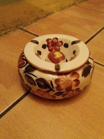 Nowa ceramiczna popielniczka