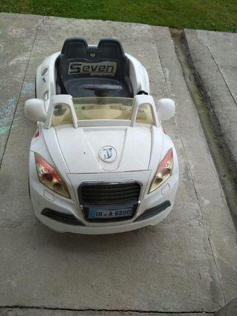 Samochód dziecięcy.