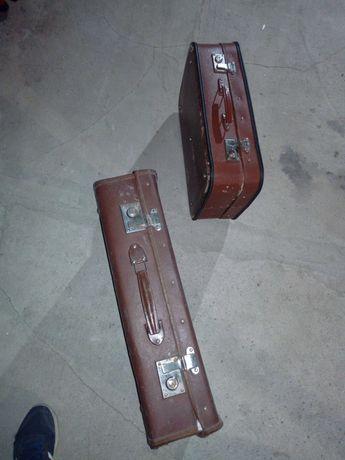 Stare zabytkowe walizki.