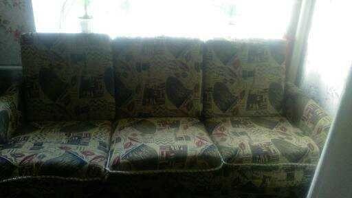 Продам диван-софу с подушками