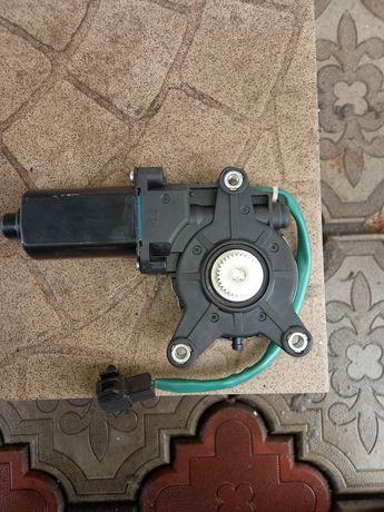 Электромотор стеклоподъемника
