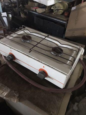 Продам плиту газовую на две камфорки настольную.