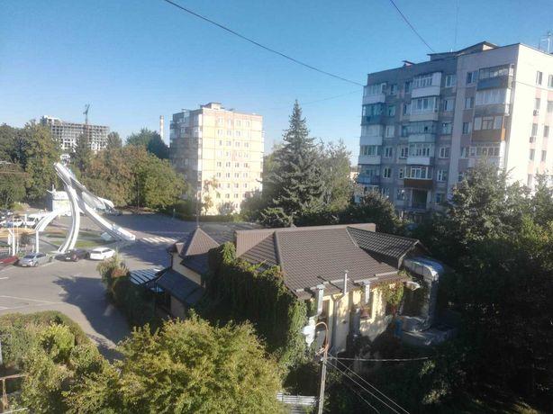 Продам квартиру на Вишеньці з краєвидом на Алею Космонавтів