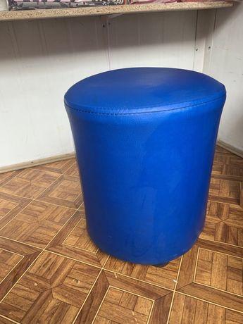 Продам пуфік (стільчик) синій