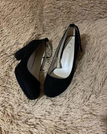 Женские черные туфли на устойчивом каблуке 39р