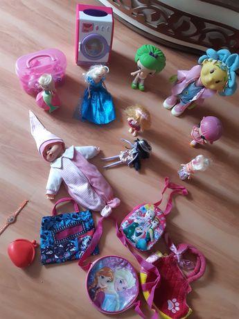 zestaw różnych  zabawek