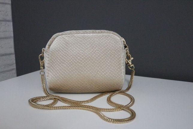 Elegancka torebka damska z efektownym łańcuszkiem