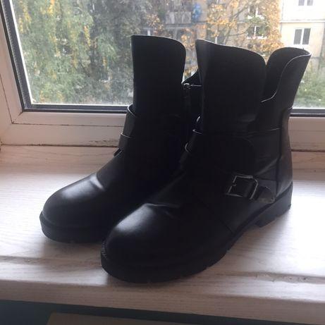 Продаю зимные ботинки