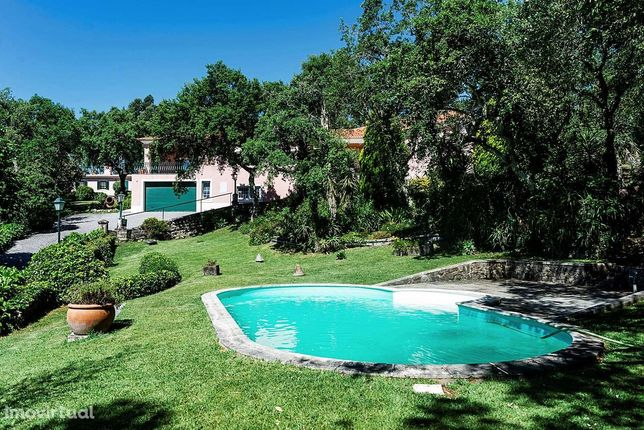 Moradia T4 com piscina, garagem e jardim em Belas