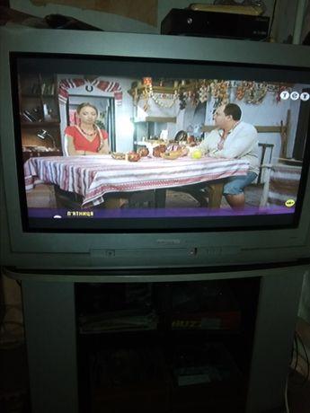 Телевизор большой Grundig с одноцветной тумбой