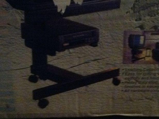 metalowy stolik pod telewizor