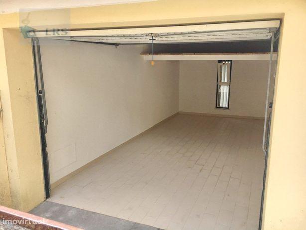 Amoreira , central, Box, inserida num condomínio, ideal p...