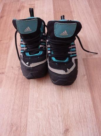 Dziecięce buty zimowe addidas