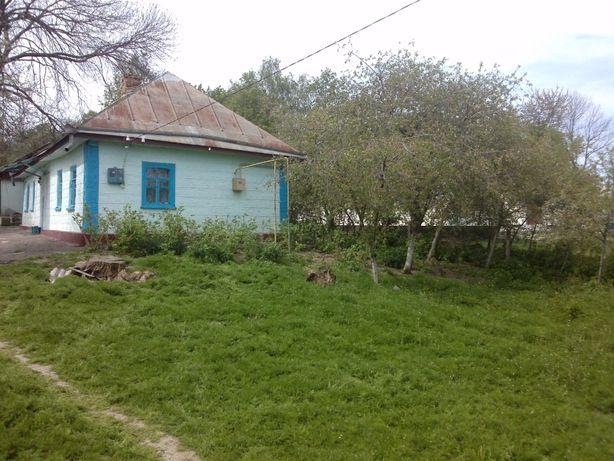 Будинок в центрі села.
