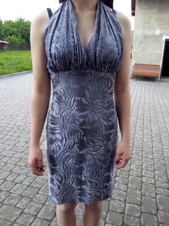 Atrakcyjna sukienka z wiązaniem na plecach