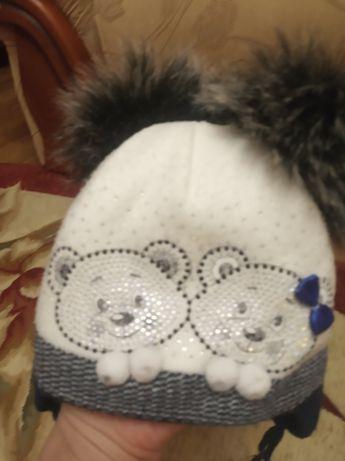 Зимова шапка з бомбонами