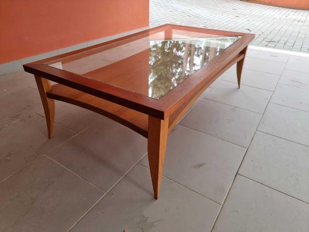Mesa de sala com tampo de vidro