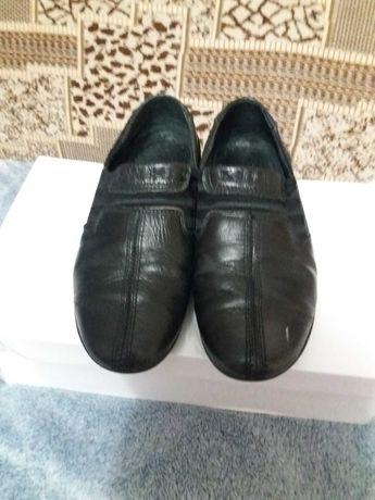 Продам шкіряні туфлі для хлопчика 30 розмір