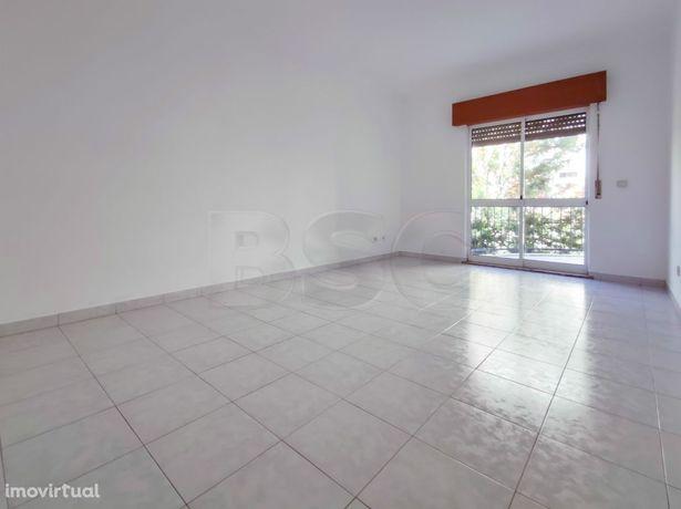 Apartamento T2 à venda em Tapada das Mercês