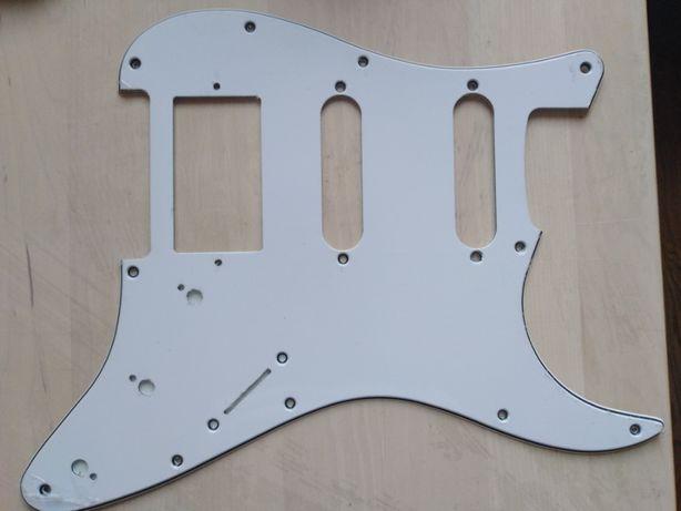 Pickguard maskownica Fender Stratocaster HSS biała