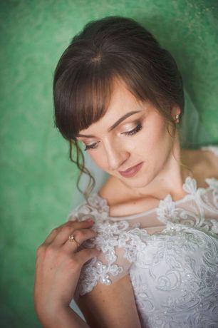 Чудова весільна сукня.