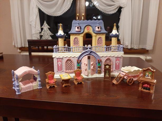 Śliczny zamek z akcesoriami