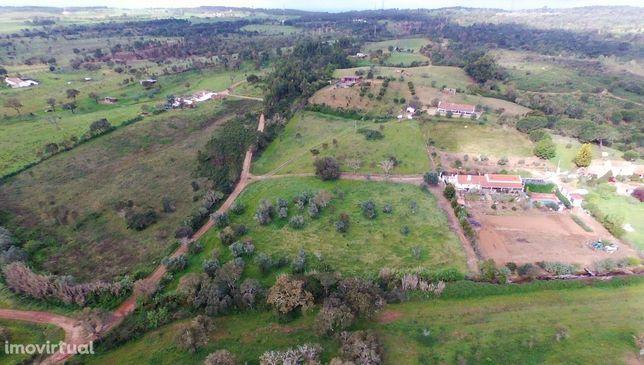 Terreno de 7250m2 com ruina a 17km de Porto Covo