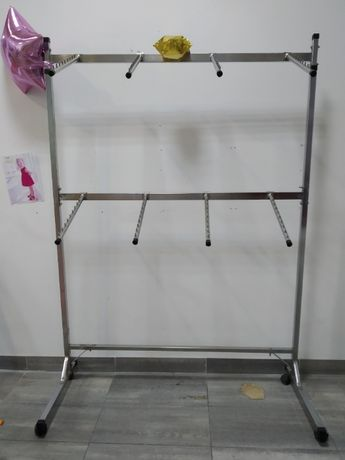 Продам пристінне торгове обладнання для магазину одягу