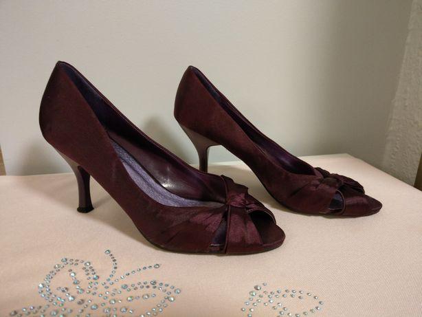 Eleganckie satynowe buty na szpilce rozm. 38