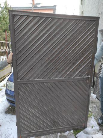 Drzwi garażowe drewniane dwuskrzydlowe