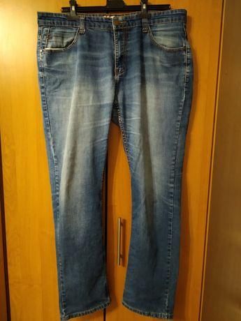 Продам джинсы мужские