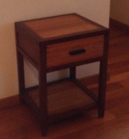 Mesa de Cabeceira - Usada