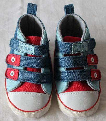 Buciki/kapcie dla dziecka (rozmiar 20, dł. stóp do 12 cm)