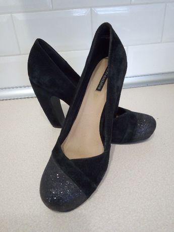 Buty czarne z brokatem na obcasie