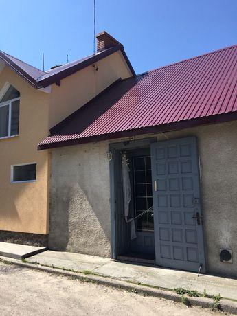 Продається квартира в м.Яворів,гарне місце під бізнес,потребує ремонту