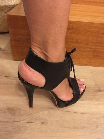 Sapatos pretos salto alto 38