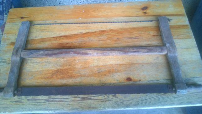 Zabytkowa piła ręczna do drewna.